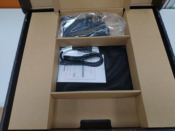 09 Lenovo Y530 開箱 掀開中間區域紙板